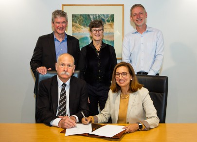 Back row: L to R: Manaaki Whenua – Landcare Research Chief Executive, Dr Richard Gordon, AgResearch Chief Executive Dr Sue Bidrose, Plant and Food Research Chief Executive David Hughes Front row: L to R: Lincoln University Acting Vice-Chancellor Professor B