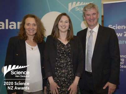 Rachelle Binny (centre) with MW board member Prof. Emily Parker and MW CEO Dr Richard Gordon