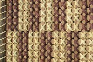 Kiekie leaves, plain and dyed, on modern tukutuku panel. Image -Sue Scheele