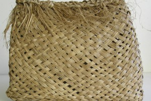 Kete made from tī leaves by Hazel Walls. Image: Sue Scheele